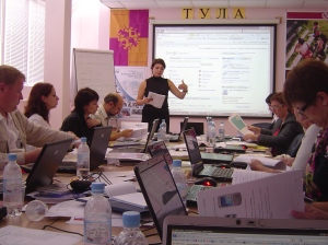 Elena Feldman teaching ORT-KesherNet session in Tula, Russia